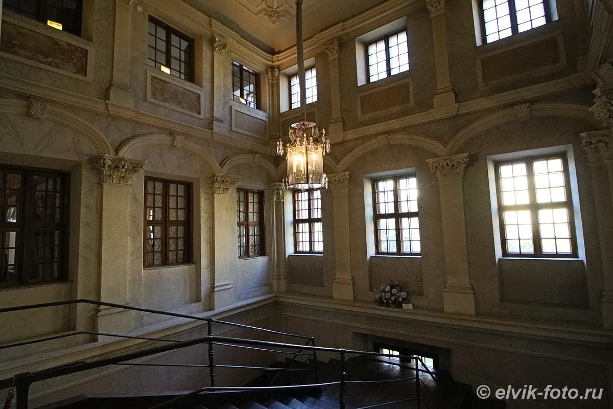 menshikov palace 38