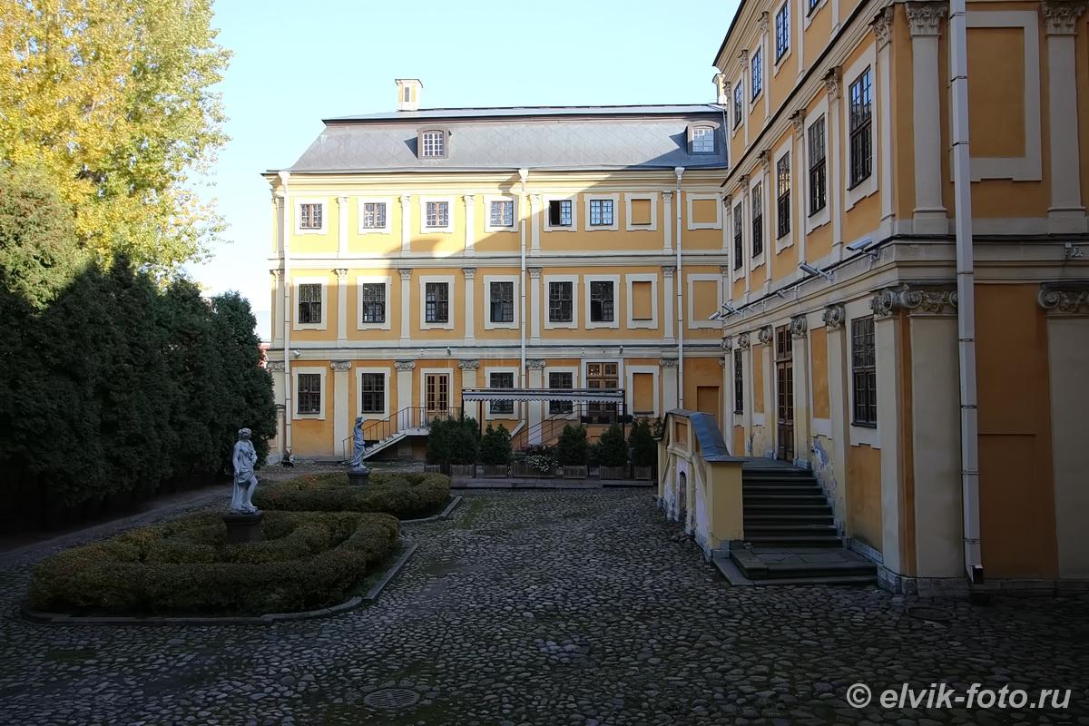 menshikov palace 6