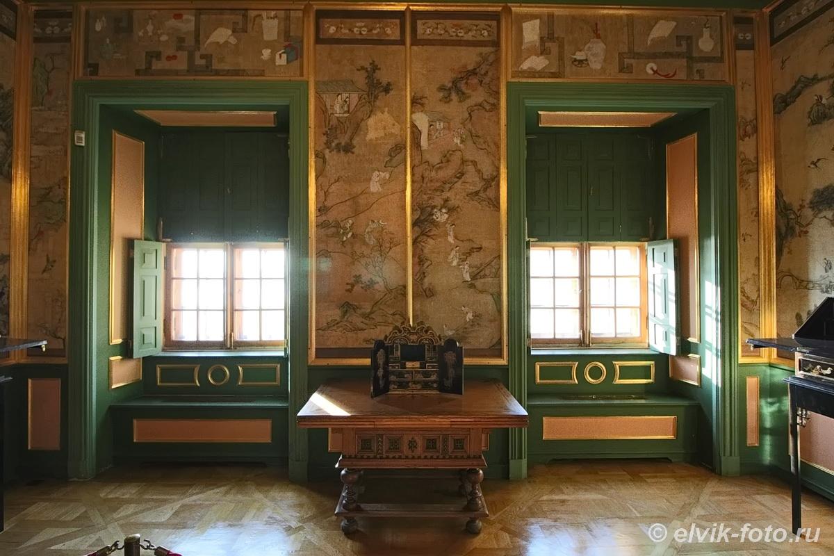 menshikov palace 70
